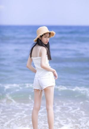 气质美女清新海边写真