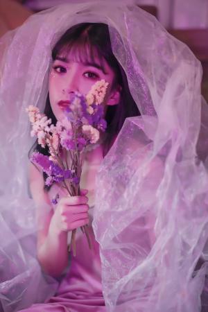 紫色唯美风少女婚纱写真