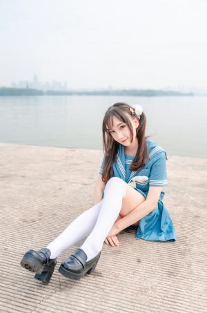 浅蓝色JK制服美女写真
