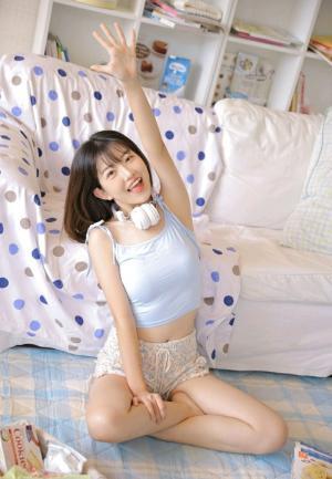 短发少女童颜巨乳活力四射写真