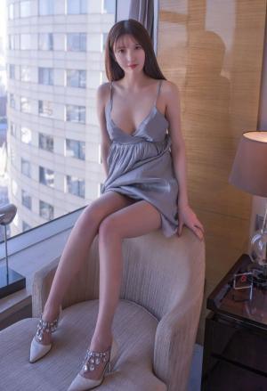 秀人网新晋模特林芮希浴室诱惑秀美迷人写真