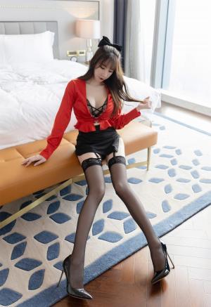 尤蜜荟周于希魅惑黑丝吊袜情趣写真