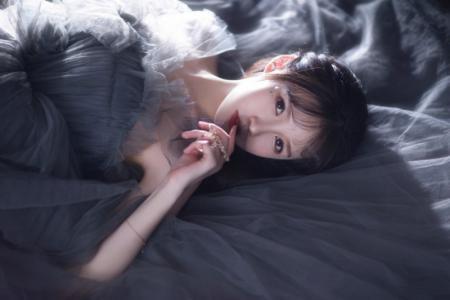 性感美女梦幻长裙气质迷人写真