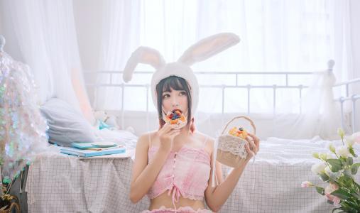 可爱清纯兔耳娘室内小清新写真