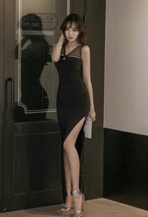 韩国美女高开叉长裙细长美腿性感迷人写真
