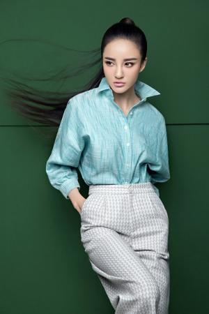 内地艺人刘雨欣气质高清杂志图片