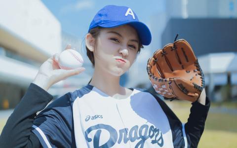 肤白元气活力棒球美女可爱写真