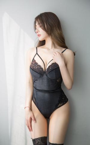黑丝美女丰满翘臀诱惑蕾丝极品美腿写真