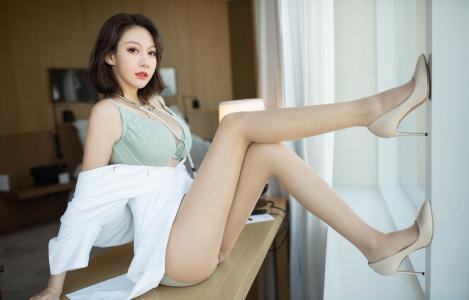 花漾女神付艺轩性感护士装制服丝袜魅惑写真