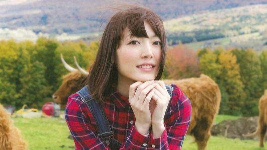 日本美女花泽香菜背带裤写真