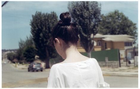孤独的女生照片