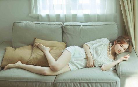 小清新美女室内迷人写真