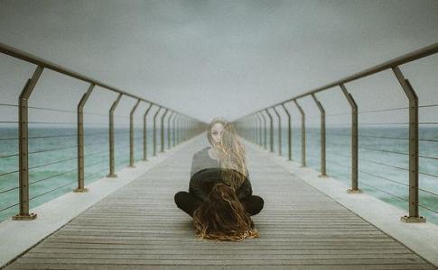 不喜热闹又怕孤独的时候图片
