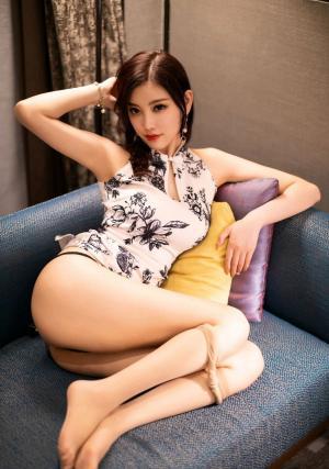 杨晨晨肉丝白皙美腿丁字裤翘臀性感诱人写真