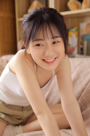 清纯少女甜美笑容乌发红唇迷人养眼写真
