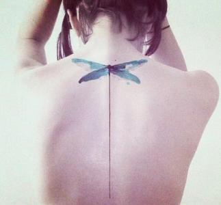 小清新文艺唯美的背部纹身