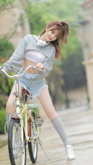 纯真可爱的美少女户外写真