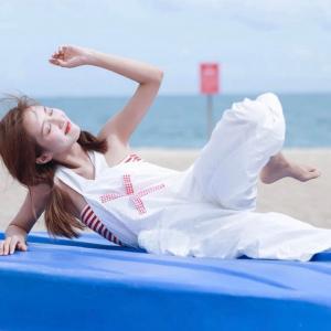 夏天海边漂亮美女头像
