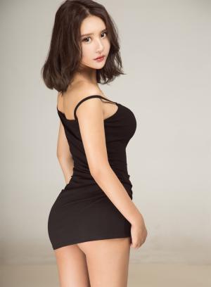 尤果网尹菲紧身吊带小旗袍性感迷人写真