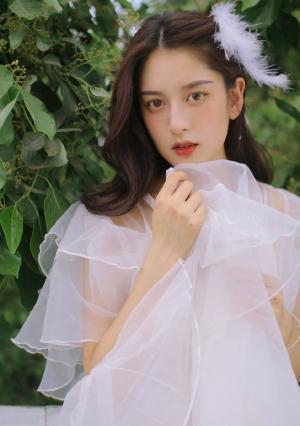 气质美女白纱魅力写真