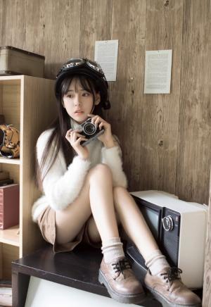 纯情少女肌肤白皙居家写真