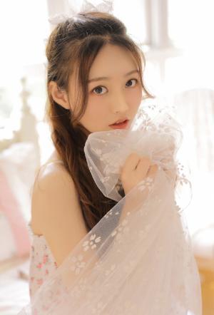 纯情少女甜美可人居家写真