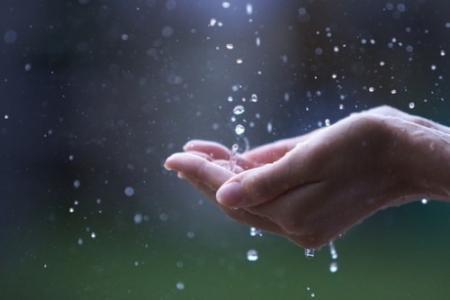 伤感的朦胧雨滴图片