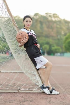 运动少女篮球宝贝头像