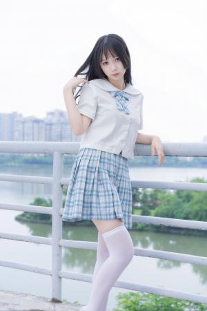 jk少女白丝短裙户外写真