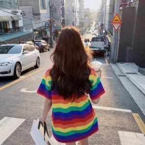 超好看的伤感女生背影头像图片 逆着光寻找你的方向
