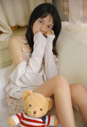 清丽迷人少女淡雅连身裙写真