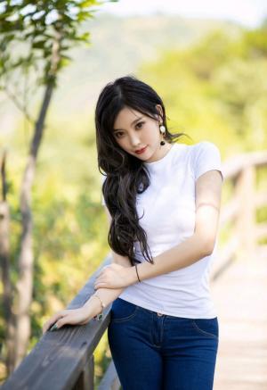 性感尤物杨晨晨极品养眼写真