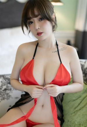 [YOUMI尤蜜荟]波涛胸涌王语纯情趣睡裙诱惑火辣私房写真