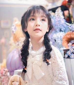 十岁校花级可爱双马尾萝莉裴佳欣