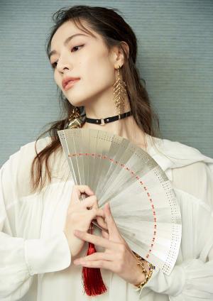 钟楚曦纯白系带裙