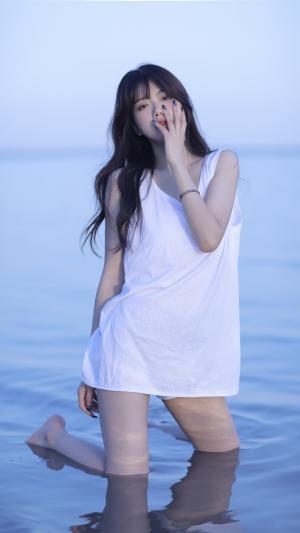 又纯又欲的海边美少女写真