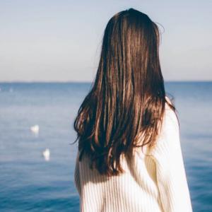 独自一人伤感女生背影图片