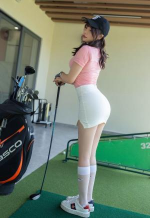 高尔夫美女芝芝Booty翘臀白皙美腿性感迷人写真