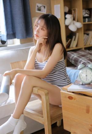 清纯美女酥胸美腿写真