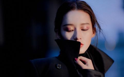 李沁黑色大衣高冷美艳写真