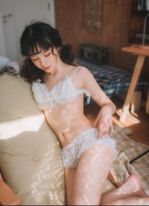 纯情少女吊带青涩小性感写真