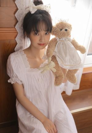 清纯少女白裙居家写真