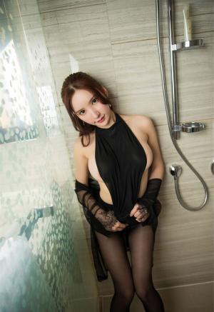 [XIUREN秀人网]酥胸嫩模周于希黑丝真空装浴室大尺度私房写真