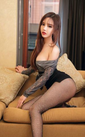 艾小青黑丝情趣性感嫩白双乳极品诱惑写真