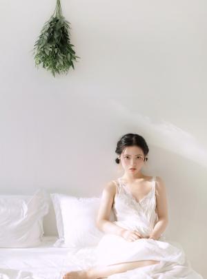 清纯少女蕾丝睡衣娇媚迷人白皙养眼居家写真