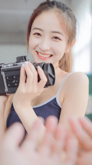 清纯少女短裤吊带居家写真