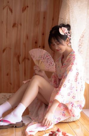 日系美女真空和服稚嫩诱人写真