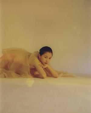 虞书欣蕾丝长裙性感写真