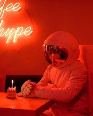 孤独宇航员浪漫唯美意境图片