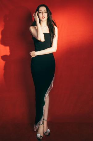 迪丽热巴性感黑色长裙写真